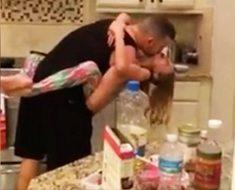 Pensó que su marido y su hija estaban cocinando... Cuando llegó se quedó sin palabras