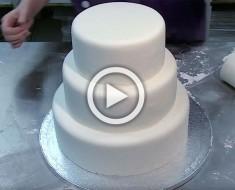 Parece una tarta normal, pero MIRA con atención al glaseado blanco. ¡Increíble!
