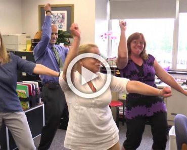 Estos profesores tienen una 'fiesta en la oficina', ahora mira cuando llegan sus estudiantes