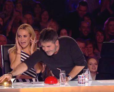 Simon Cowell pulsa el botón dorado. Ahora mira quién está en el escenario... ¡INCREÍBLE!