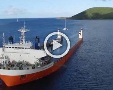 No te preocupes, este barco se supone que está parcialmente sumergido por una razón...