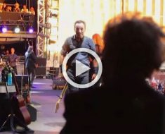 Bruce Springsteen ve a su madre de 90 años fuera del escenario. Ahora mira lo que hace...