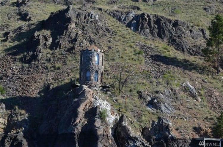 Parecía una colina normal, hasta que vi el pequeño castillo...