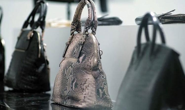 Descubre lo que unos compradores encontraron dentro de estos artículos de piel en Tailandia