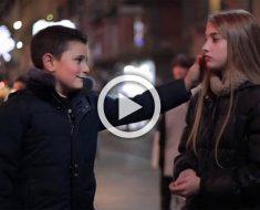Mira lo que sucede cuando a estos niños italianos se les pide que abofeteen a una muchacha