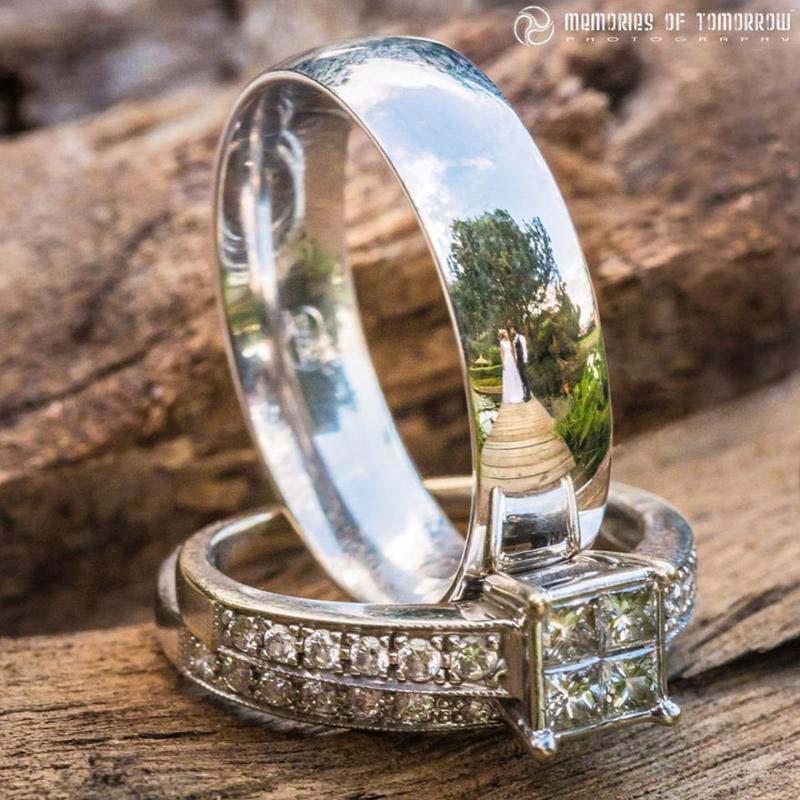 Toma una foto del anillo de bodas de una pareja. Lo que captura es absolutamente impresionante