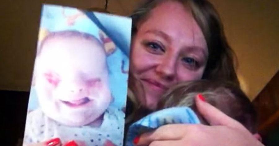 Nadie podía entender por qué se quedó con el bebé, pero sigue inspirando a miles de personas