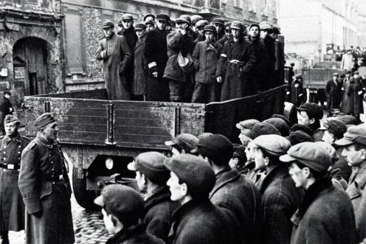 Cuando los nazis reclutaban trabajadores en Varsovia, estos cuidadores del zoológico hicieron lo impensable