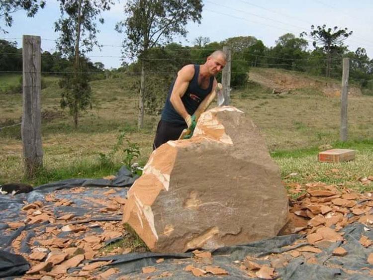 Este artista de talento convierte rocas en hermosas esculturas. Mira su obra más emotiva...
