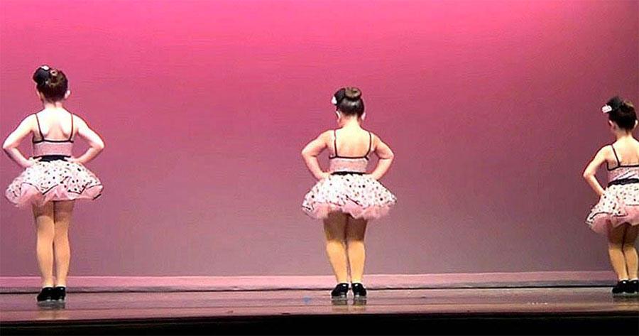 Se alinean para bailar, pero es la niña del centro la que tiene a la multitud clamando