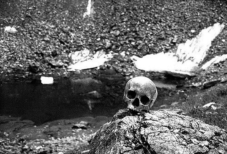 Lo que encontraron cerca de este lago es muy extraño... pero la verdad lo es más