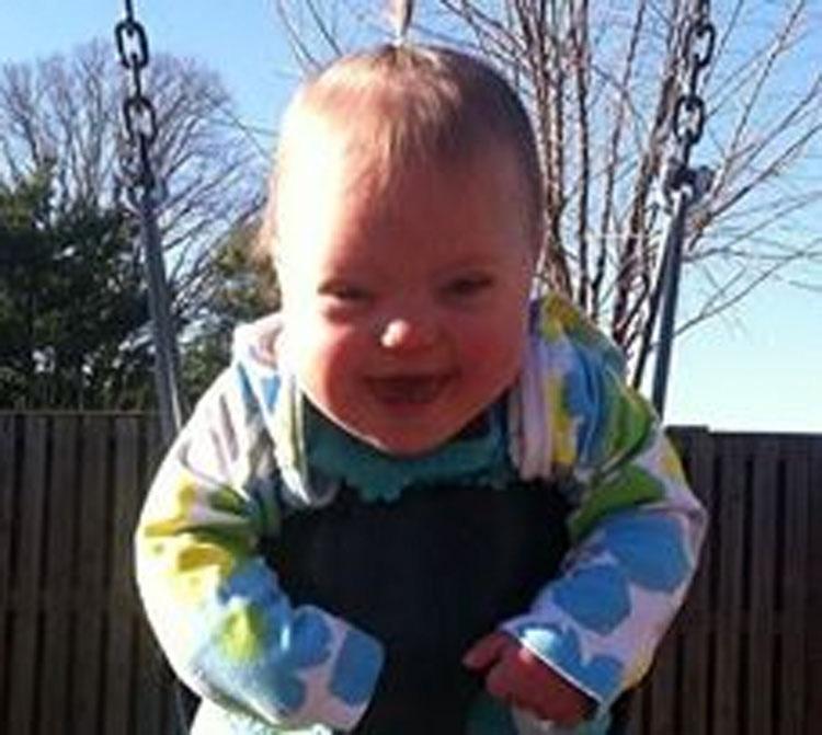 Una extraña la acusó de consentir a su bebé. La respuesta de esta mamá se ha hecho VIRAL