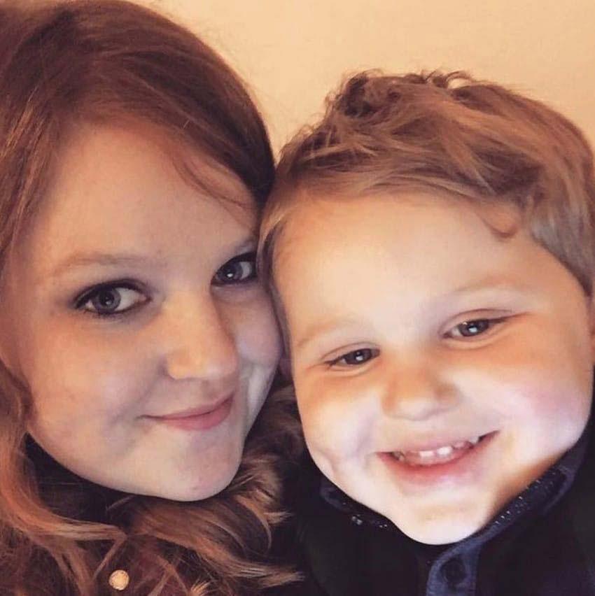 La foto que hizo esta madre de su hijo se ha hecho VIRAL por lo que lleva en sus manos...