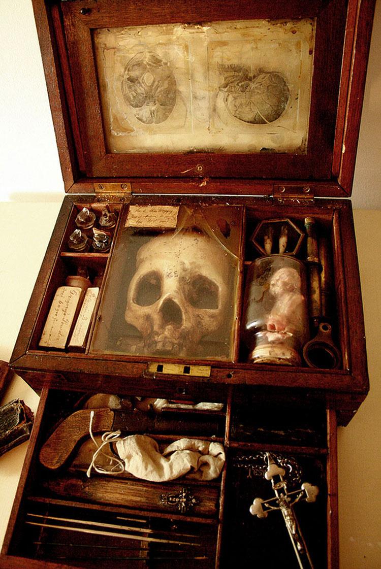 Un viejo orfanato iba a ser destruido, hasta que encontraron esto en el sótano...