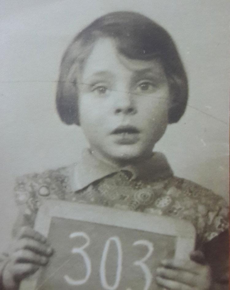 Una superviviente del Holocausto encuentra estas fotografías antiguas y resuelve un misterio