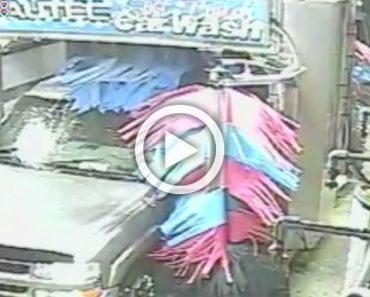 Cámara de seguridad graba esto durante el lavado de un vehículo. Ahora ATENCIÓN a la puerta del conductor