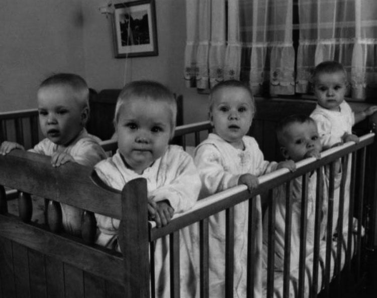 En 1963, esta madre se queda embarazada por quinta vez. Cuando va al hospital aturde a todos...