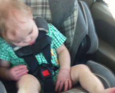 Una madre puso una foto de su bebé durmiendo en Facebook. Más tarde se dio cuenta de esta horrible verdad