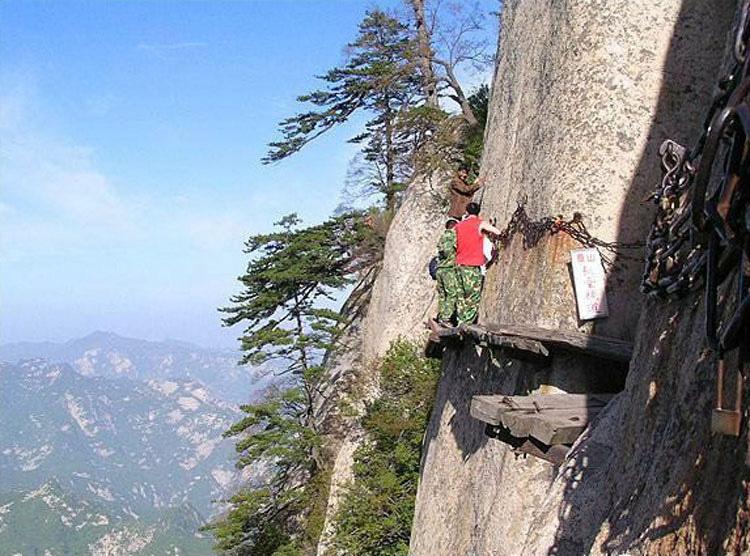 Así es el sendero más peligroso del mundo... Espera a ver hasta donde te lleva...