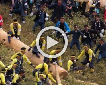 Montones de personas participan en este colorido festival que puede ser mortal...