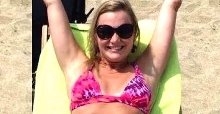 Posa para una foto en las vacaciones, pero cuando la gente la ve en bikini se hace viral