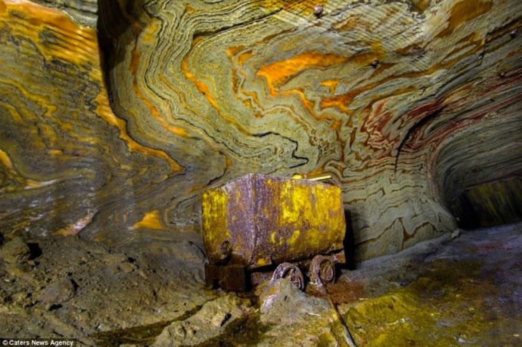 Lo que se esconde dentro esta mina de sal abandonada de Rusia es lo ultimo que esperarías