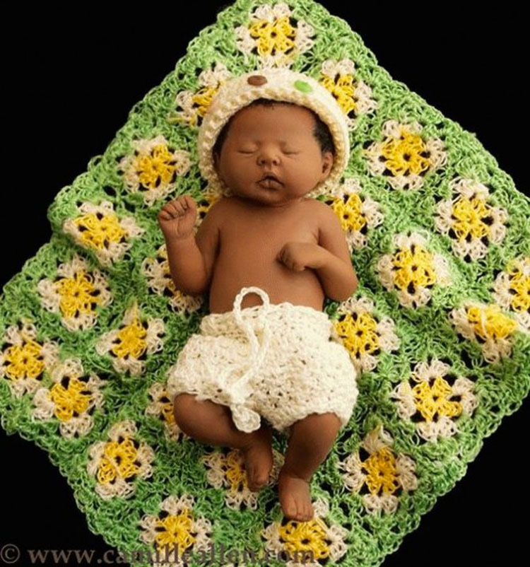 Este bebé es tan pequeño que cabe en la palma de su mano. Pero al mirarlo de cerca... ¡Sin palabras!