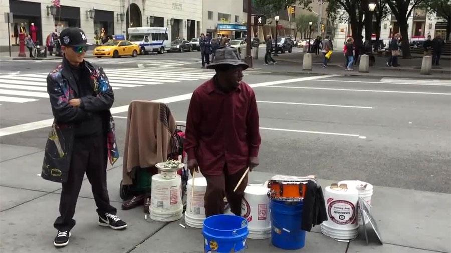 Esto es lo que pasa cuando un músico callejero conoce a un bailarín de dubstep