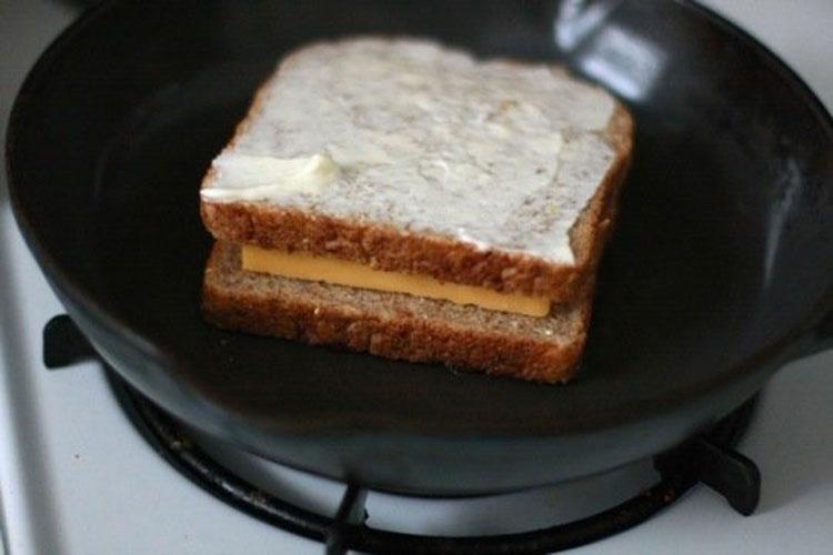 Hay una manera diferente de hacer un sándwich de queso fundido, ¡y es mucho mejor!