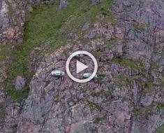 En la mitad de la pared de una montaña se ve ESTO. Ahora espera a que ver lo que son. ¡Increíble!
