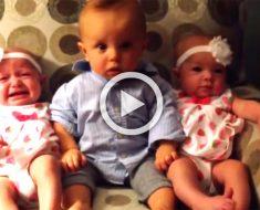 El bebé se encuentra con sus primas gemelas idénticas. ¡Su reacción NO TIENE PRECIO!