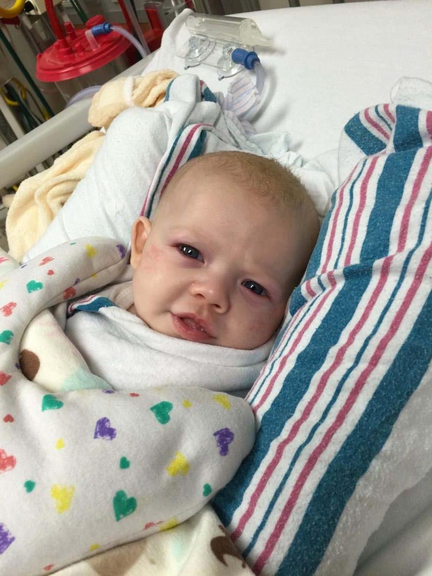 Este bebé es dado por muerto, después lo devuelven a la vida. 3 semanas más tarde, esta es la historia 1