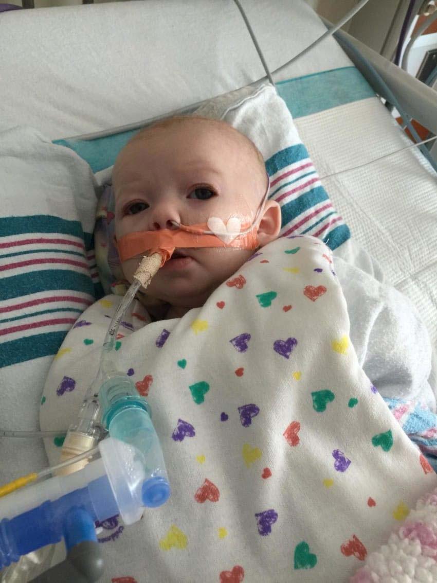 Este bebé es dado por muerto, después lo devuelven a la vida. 3 semanas más tarde, esta es la historia 2