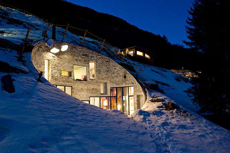 Construyeron una casa en la colina. Una vez dentro estaba constantemente boquiabierto