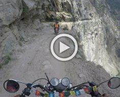 Espeluznante grabación de la carretera más peligrosa del mundo. Atención cuando aparecen transeúntes