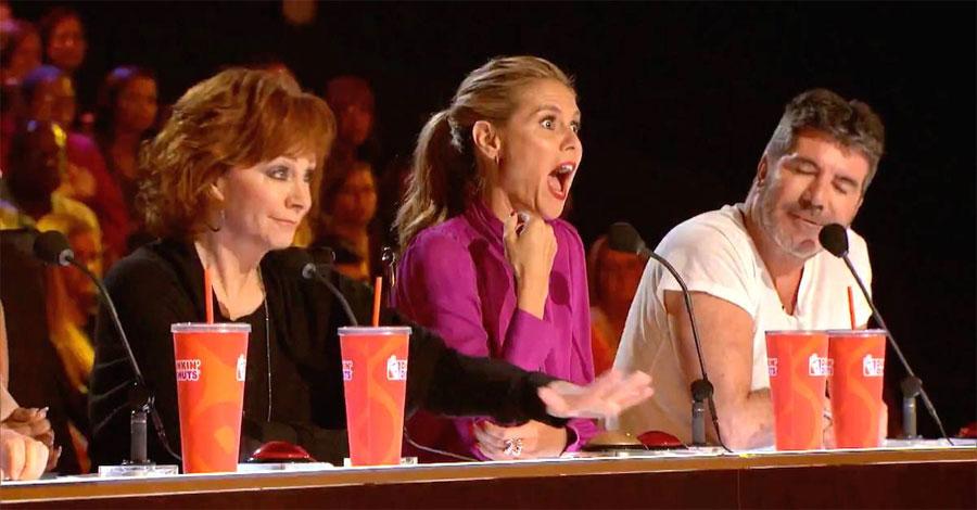 Reba McEntire golpea el botón dorado. ¿Pero quién está en el escenario? ¡INCREÍBLE! 1