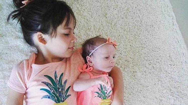 Enfermera devuelve a su madre su bebé de 2 semanas, pero ésta se enfurece al ver ESTO