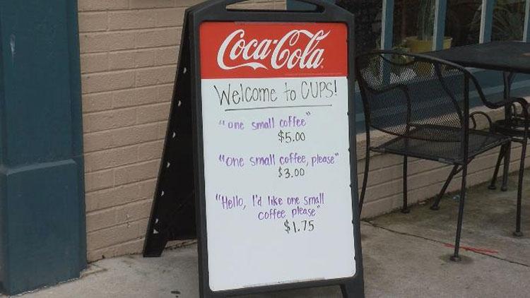 El dueño de una cafetería estaba harto de clientes ofensivos y maleducados. Así que hizo ESTO