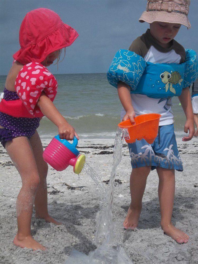 Aquí está la razón por la que debes llevar una cortina de ducha la próxima vez que vayas a la playa