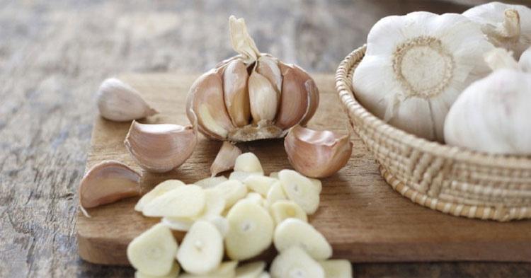 Deja de comprar ajos. Así puedes hacer crecer un suministro interminable de ajos en tu casa
