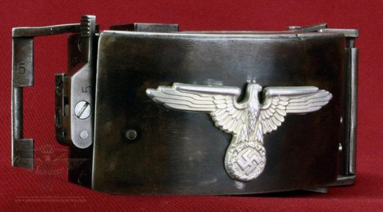Lo que se esconde dentro de esta hebilla Nazi de la Segunda Guerra Mundial prueba cómo eran