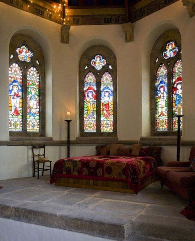 Esta joven pareja se gasta 90.000 dólares para irse a vivir a una iglesia vacía construida en 1886