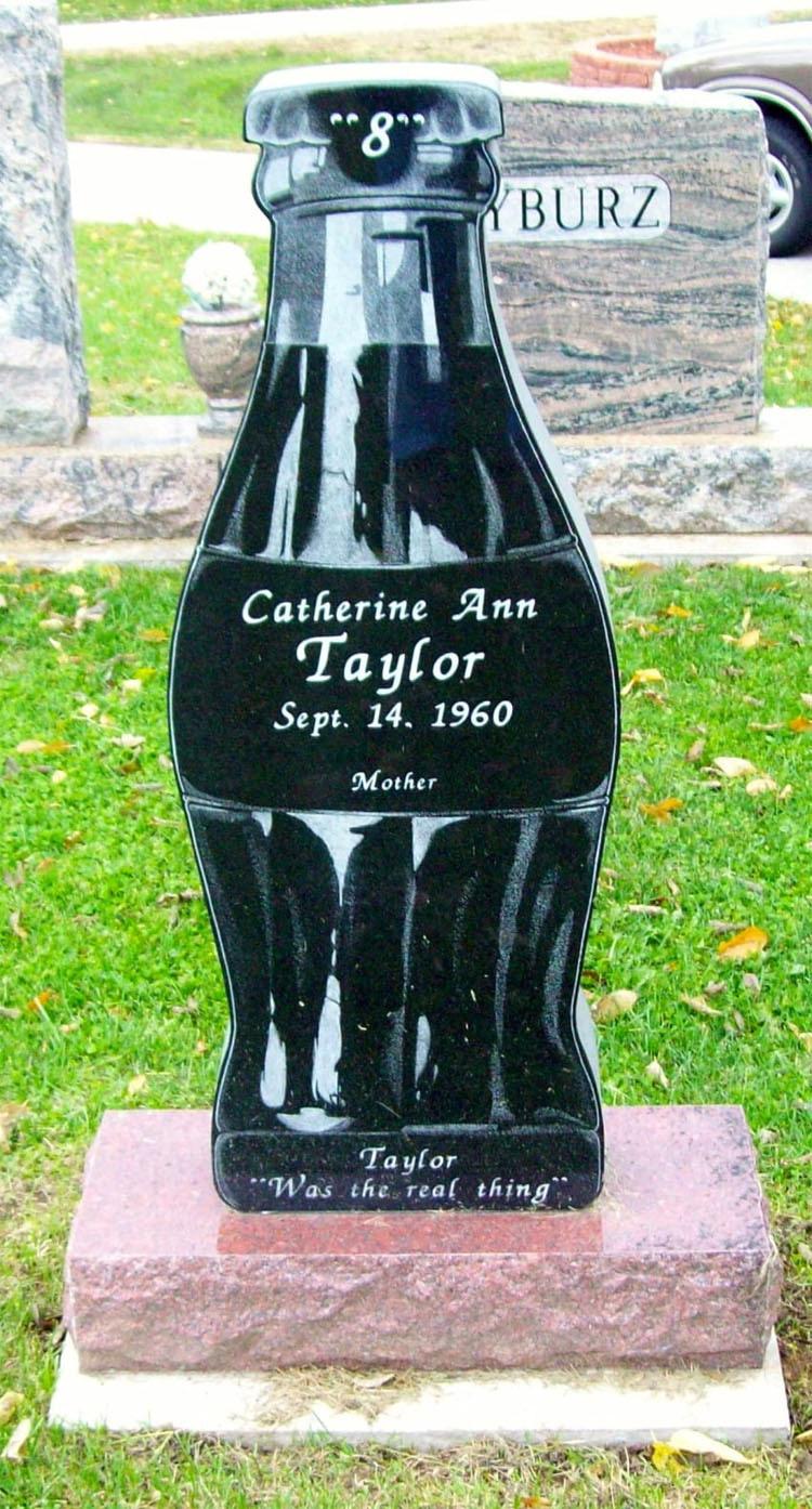15 llamativas lápidas que llevan el humor y la belleza a la muerte