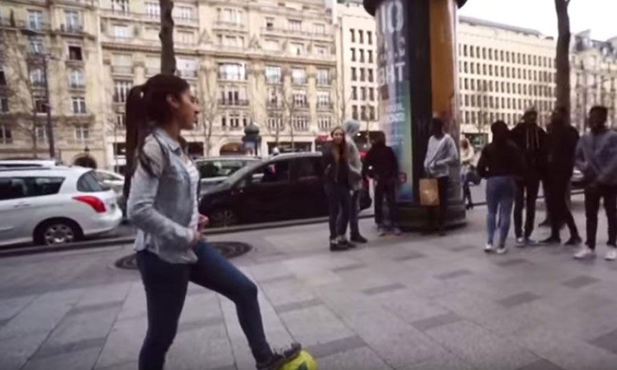 Hace poco Luis Suárez dijo que el futbol es cosa de hombres... ¿Ha visto Luis a esta chica?
