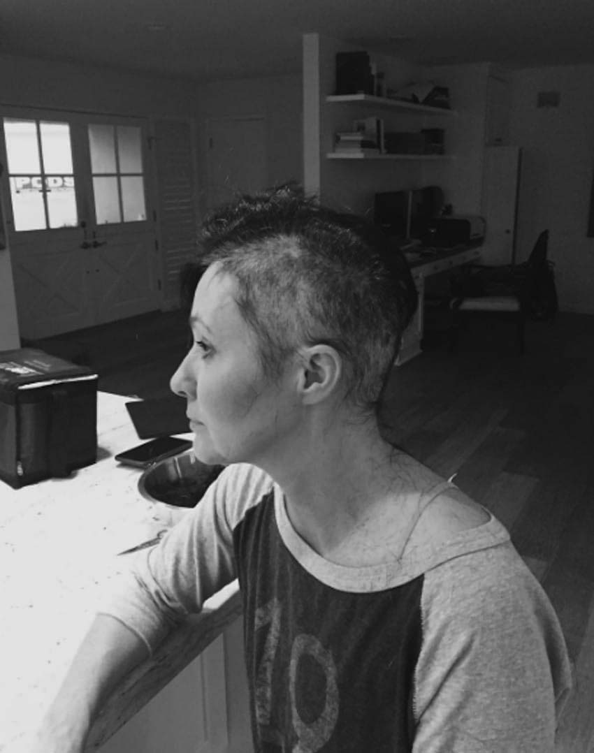 Shannen Doherty comparte unas desgarradoras fotos para mostrar su batalla contra el cáncer de mama