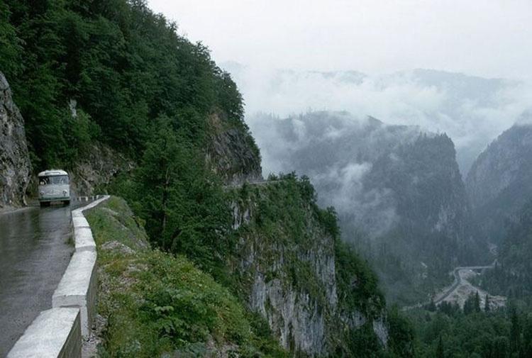 Las 14 carreteras más peligrosas del mundo. ¿Cuál te aterra más? A nosotros la 1