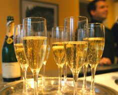 Tres copas de champagne podrían ayudar a prevenir la demencia y la enfermedad de Alzheimer