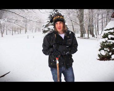 Este hombre ha descubierto una ingeniosa y nueva forma de hacer caminos en la nieve... ¡Genio!