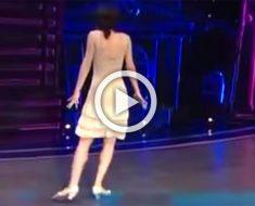 La bailarina da la espalda a los jueces, y luego los aturde con sus movimientos de baile de 1920