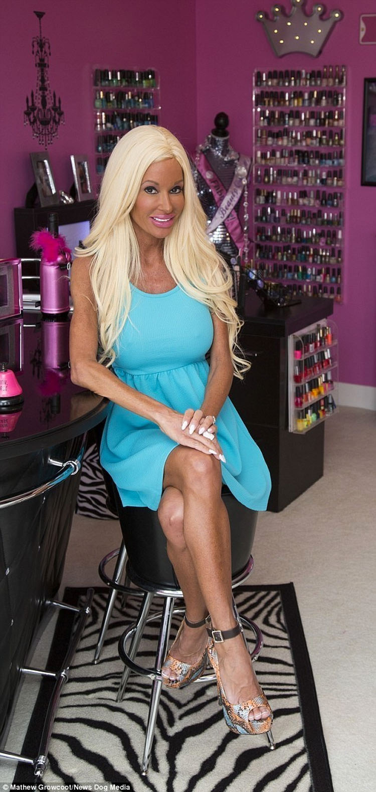 Esta Barbie humana gastó 500.000 dólares en cirugía para parecerse a la famosa muñeca